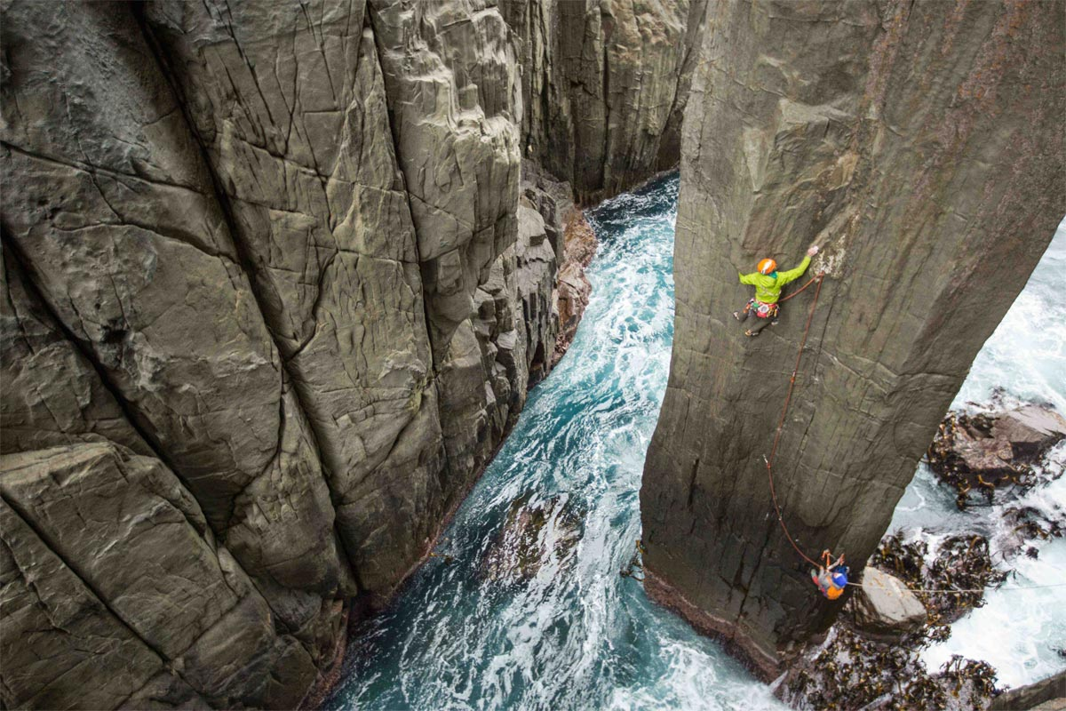 Marmot Athlet Jorg Verhoeven klettert in Tasmanien